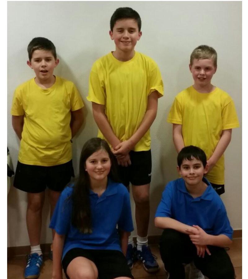 von links: Marlon, Adrian, Hannes, vorne: Joelle, Christian